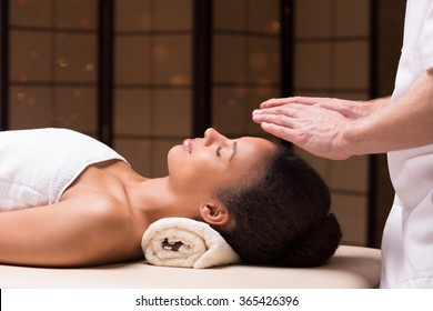 Physiotherapist treating woman with bioenergy therapy