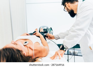 physiotherapist uses ultrasound treatment on muscles