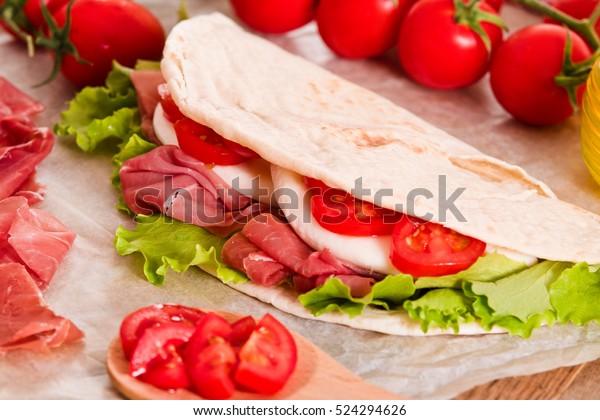 piadina-ham-lettuce-600w-524294626.jpg