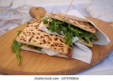 Piadina romagnola with rocket and cheese