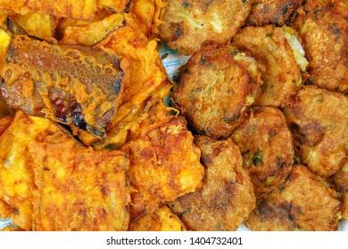 Piaju pakora pakoda pakodi fakkura bhajiya bhajji ponako onion lentil fitter chop snack fried food
