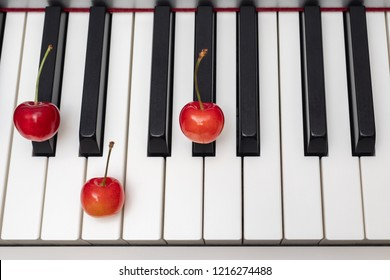 Piano chord C#m (C sharp minor) / Dbm (D flat minor) shown by cherries on the key