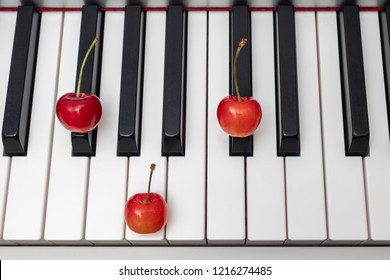 Piano chord F#m (F sharp minor) / Gbm (G flat minor) shown by cherries on the key