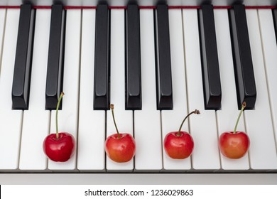 Piano chord shown by cherries on the key - Minor Seventh series - Em7 (E minor seventh)