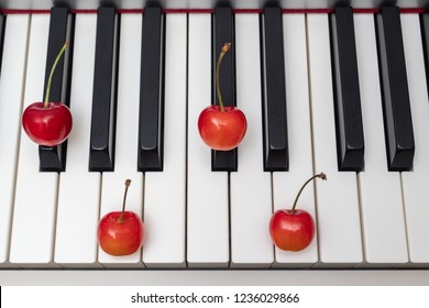 Piano chord shown by cherries on the key - Minor Seventh series - F#m7 (F sharp minor seventh) / Gbm7 (G flat minor seventh)