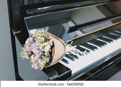 Piano flower wallpaper
