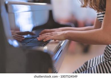Piano with hande
