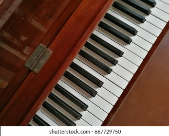 piano key with open cover
