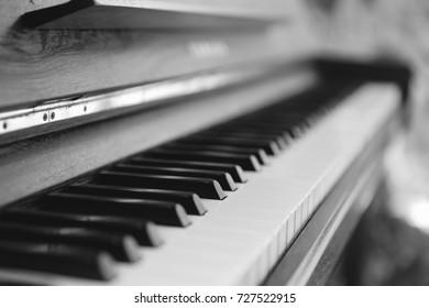 piano wood vintage