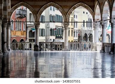 Piazza Liberta Udine, Loggia San Giovanni