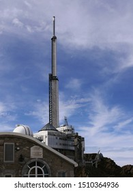 Pic du midi, Pyrénées/ France - 09/09/2019 : TV radio transmitter and cupolas of the observatory at pic du midi in the high Pyrenees