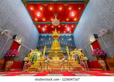 PICHIT, THAILAND - NOV 17, 2018 : Beautiful Golden Buddha Luang Pho Phet At Wat Tha Luang In Phichit Province, Thailand.