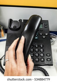 Pick up the phone call with hand set