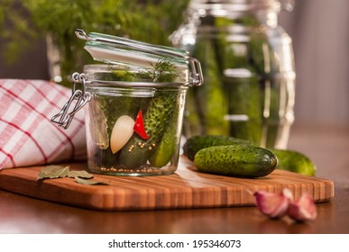 Pickling cucumbers in the jar