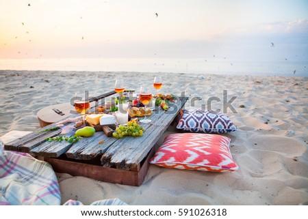 picnic on beach sunset style boho の写真素材 今すぐ編集