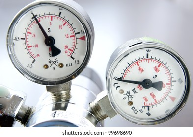 Picture of a air pressure scale
