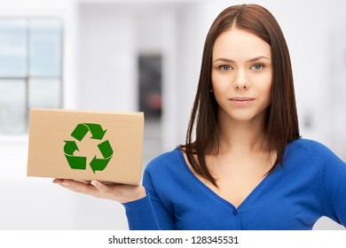 picture of attractive businesswoman with recyclable box