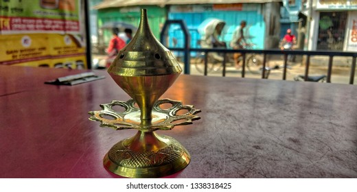 a picture of a bell metal incense stand