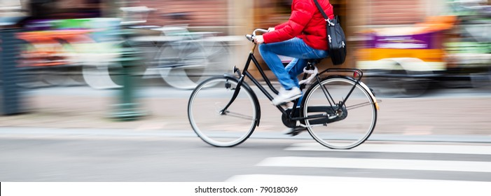 picture of a bicycle rider in the city in motion blur
