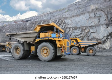 picture of big yellow heavy trucks in open cast mine
