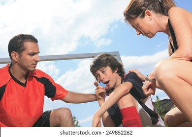 A picture of a boy who have an asthma crisis.
