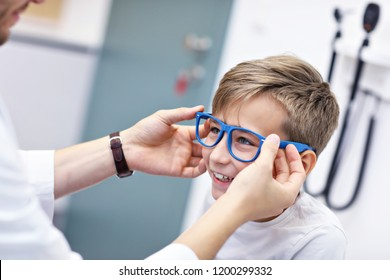 1eb081e56a7 Picture of child optometry male optometrist optician doctor examines  eyesight of little boy