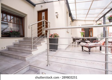 Picture of detached house with cozy patio
