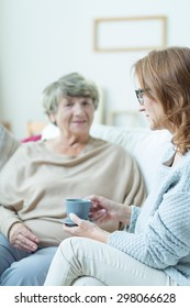 Picture of elderly woman during converastion with helpful friend