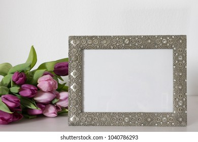 Picture frame with tulips