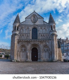 A picture of the front facade of the Notre-Dame la Grande Church in Poitiers.