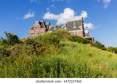 picture of a grand mansion in the dunes of Domburg, Netherlands