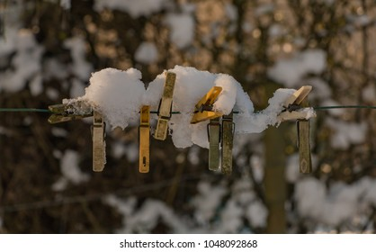 A picture of a group of snowy cloth clamps.