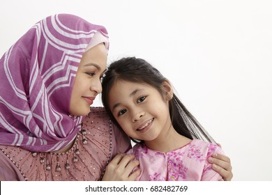 picture of hugging mother and daughter
