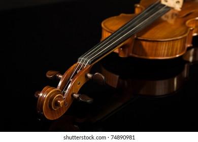 Picture of the italian violin over black