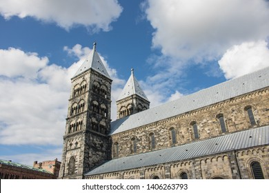 A picture of the Lund Cathedral at a sunny day with beautiful clouds.