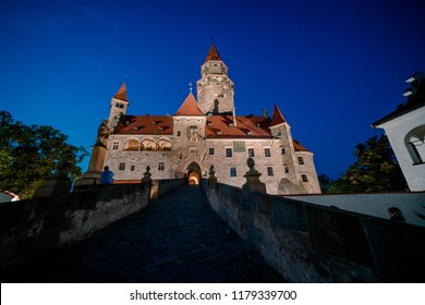 Picture of the main gate to Bouzov castle at night.