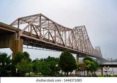 Picture of the MLK Bridge over the Mississippi River in St Louis Missouri