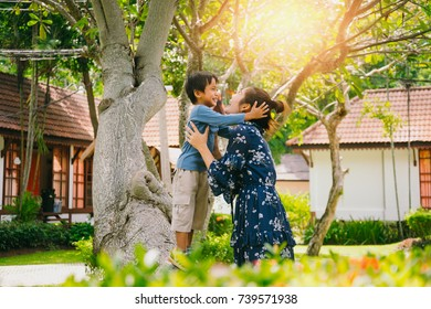 Picture of mother and little son, The image of the mother and a little boy were sitting under a tree In the holidays, mother and baby smiling laughing together happily, Happy family image