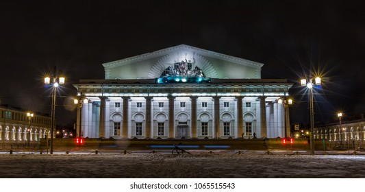 A picture of the Old Stock Exchange building (Saint Petersburg) at night taken from across the street.