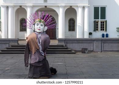 picture of ondel-ondel street performance in front of museum kota tua jakarta