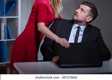 Picture presenting sexual harassment in the workplace