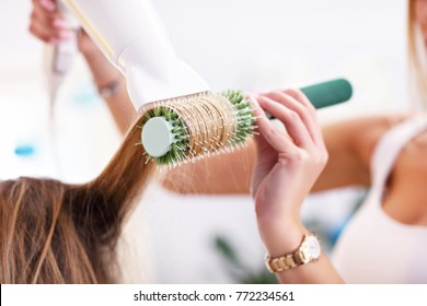 Picture showing adult woman at the hair salon
