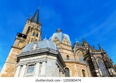 picture with a side view of the Aachen Cathedral in Aachen, Germany