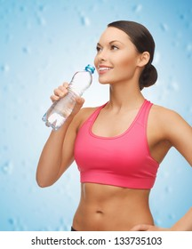 picture of sporty woman drinking water from bottle