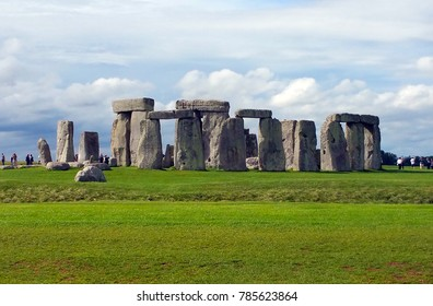 Picture of Stonehenge in England during a sunny day. It's a prehistoric monument in Wiltshire protected from the UNESCO.