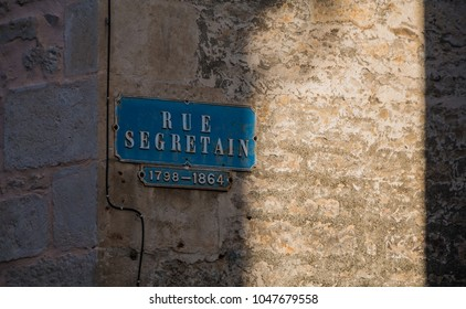 A picture of a street sign in Niort.