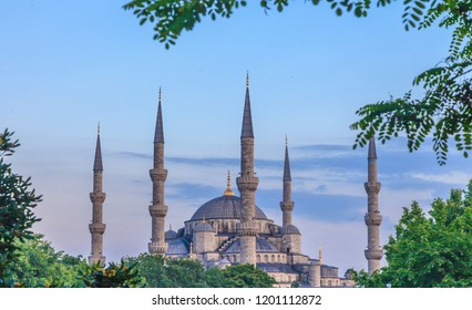 Picture of the Sultanahmet Moschee from direction of Sultanahmet Square in the evening