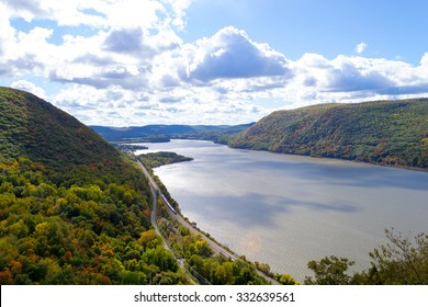 Picture taken during a hike from Breakneck ridge to Cold Spring during the fall season (NY)