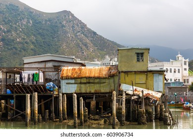 picture of traditional stilt houses in Tai O on Lantau Island, Hongkong
