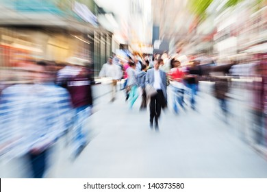 picture in zoom effect of people in the shopping street of the city